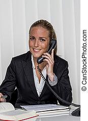 Mujer de negocios en la oficina