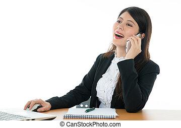Mujer de negocios sentada en la oficina
