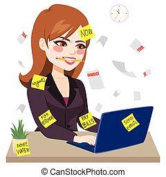 Mujer de negocios trabajando duro mordiendo lápiz