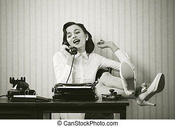 mujer de teléfono, escritorio, hablar