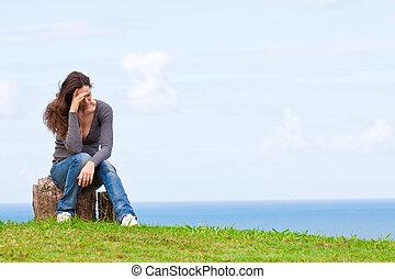 mujer, deprimido, sentado, trastorno, joven, triste, exterior