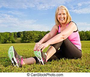 mujer, ella, extensión, cuarentón, 40s, aire libre, ejercicio