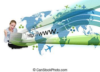 Mujer en portátil con proyección de internet