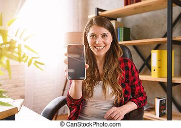 mujer, exposiciones, smartphone, algo, feliz, ella, moderno