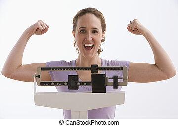 Mujer feliz con sus resultados de escala, aislada