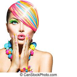 Mujer hermosa con maquillaje colorido, cabello, uñas y accesorios