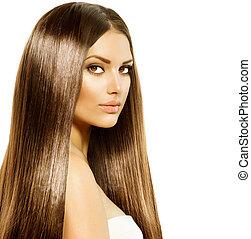 Mujer hermosa con un cabello largo y brillante y marrón