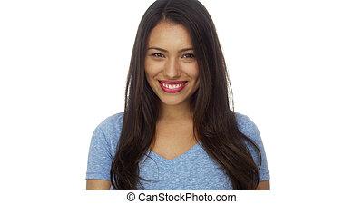 Mujer hispana sonriendo