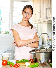 mujer, infeliz, sopa, tratar, cocinero