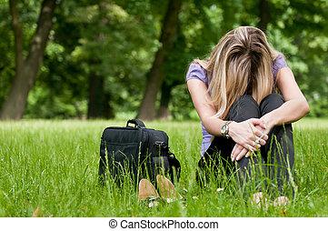 mujer, -, joven, frustración, aire libre