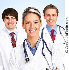 Mujer médica sonriente.