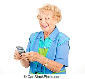 Mujer mayor, mensajería de diversión