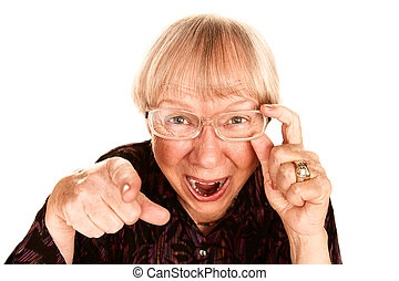 Mujer mayor riendo