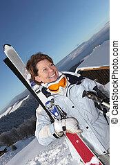 Mujer Peppy yendo a esquiar