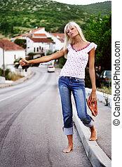 mujer, posar, paisaje., hippie, encima, joven, pintoresco, hermoso