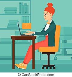 Mujer recibiendo correo electrónico.