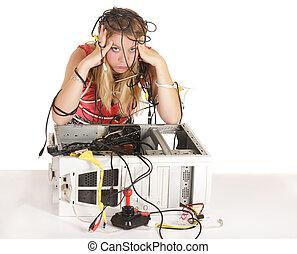 Mujer rubia perdida en tecnología