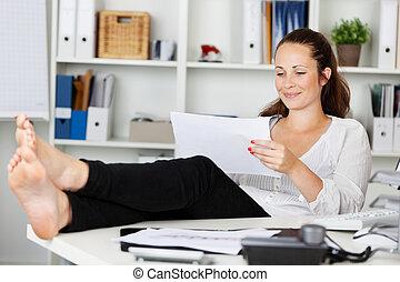 mujer se relajar