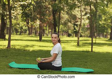 mujer se relajar, parque
