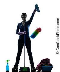 Mujer sirvienta limpiando productos de limpieza silueta