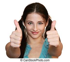 Mujer sonriente con pulgares aislados de fondo blanco