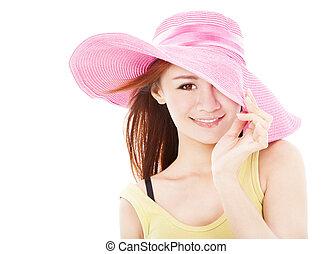 Mujer sonriente de verano aislada en blanco