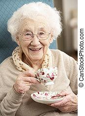 mujer, taza, té, hogar, 3º edad, el gozar