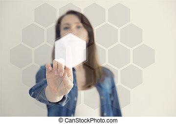 Mujer tocando un botón hexagonal en una interfaz digital. Tecnología y concepto de elección