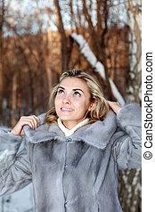 Mujer vestida de invierno