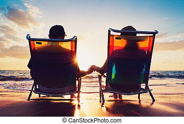 mujer, viejo, mirar, pareja, sentado, ocaso, 3º edad, playa, hombre
