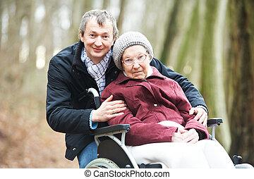 mujer, viejo, sílla de ruedas, hijo, 3º edad, cuidadoso