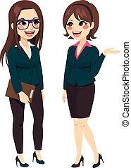 Mujeres de negocios hablando