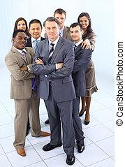 Multi de adultos étnicos mixtos, un equipo de empresarios corporativos