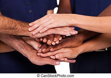 multiracial, juntos, manos