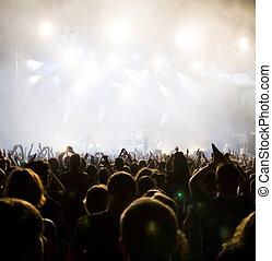 multitud, concierto
