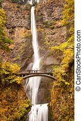 Multnomah cae en otoño, cae el puente columbia río Gorge, oregón, Pacific noreste