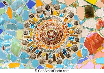 Muralla abstracta de cerámica mosaica en el templo wat phasornkaew thai.