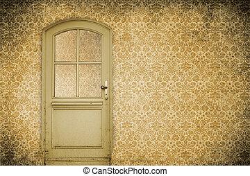 Muro con puerta vieja