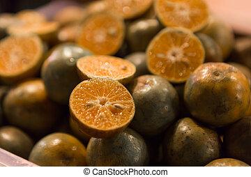 Naranjas en una noche