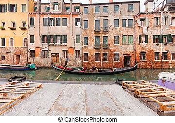 Navegando góndola en Venecia