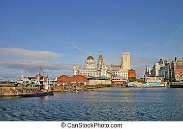 Naves de Liverpool en el muelle