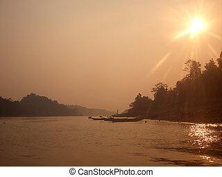 neblina, río, encima, borneo