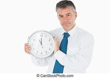 Negocios reteniendo el reloj