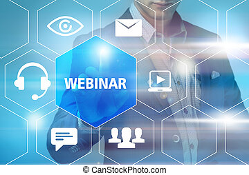 Negocios, tecnología, Internet y el concepto de redes - hombre de negocios presionando botón webinar libre en pantallas virtuales