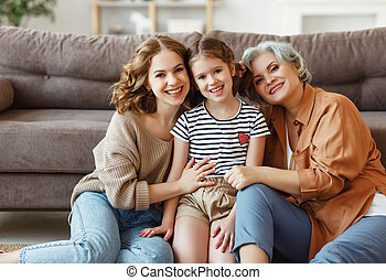 niña, alegre, mujeres, sentado, sofá