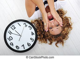 niña, pánico, reloj