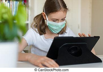 niña, quarantine., poco, pc, durante, tableta, utilizar