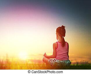 niña, yoga, practicar