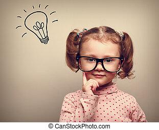 niño, cabeza, pensamiento, idea, sobre, bombilla, anteojos, feliz