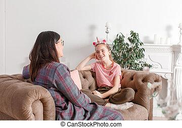 niño, children., psicólogo, hablar, oficina., adolescente, adolescente, el suyo, ayuda, muchacha que sonríe, psicológico